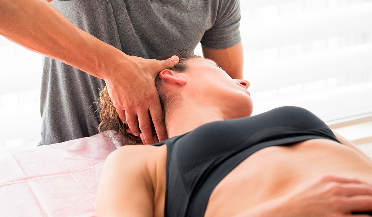 chiropract-performing-cervical-trust-therapy-wiplash