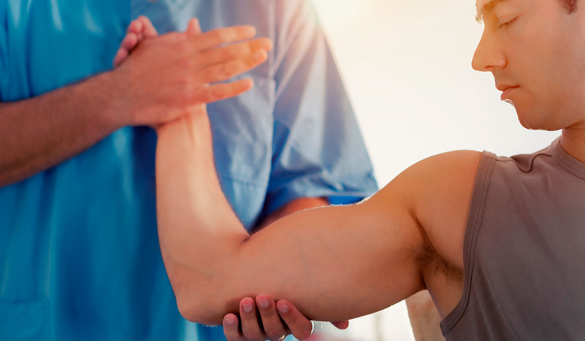 chiropractict-working-with-patient-arm